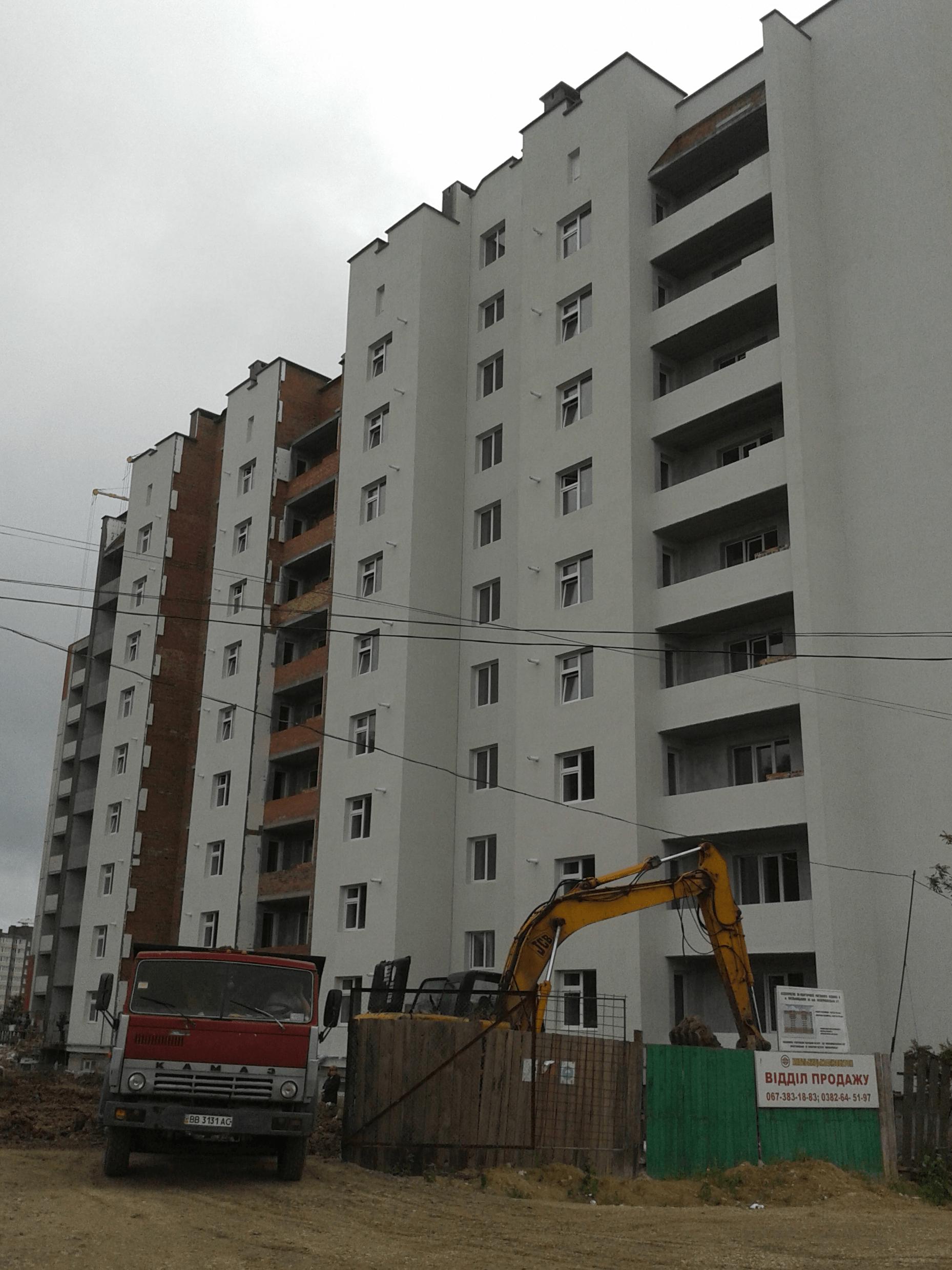 90 квартирний житловий будинок з вбудованими магазинами та офісами