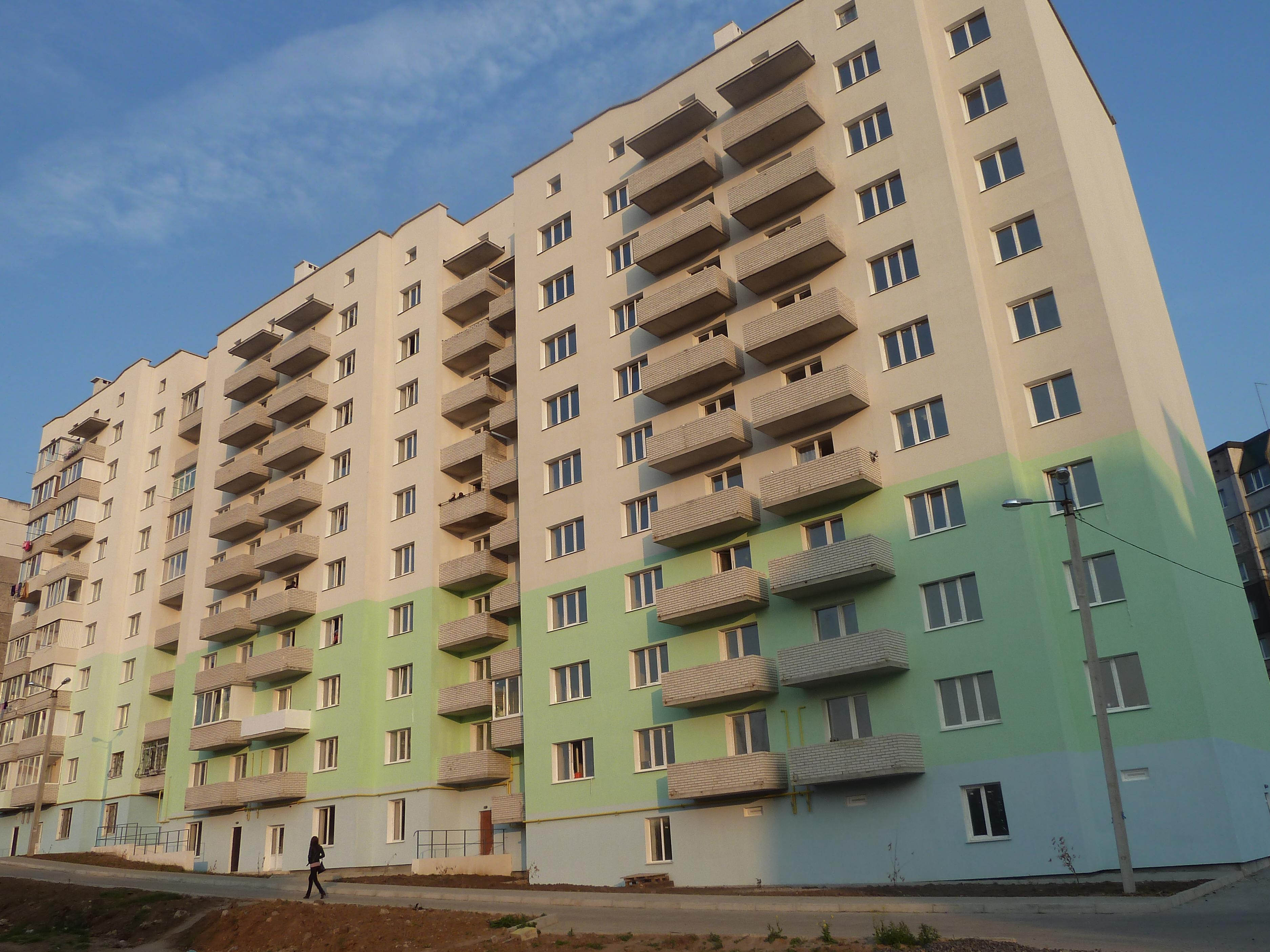 135 квартирний будинок з вбудованими офісними приміщеннями та магазинами